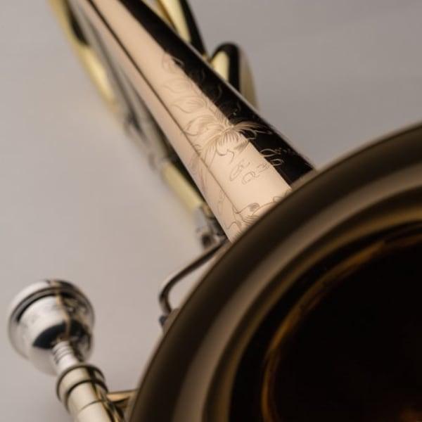 SHIRES MODEL Q30GR TROMBONE detaljer gravyr