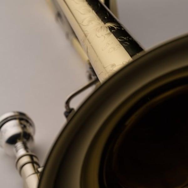 SHIRES MODEL Q30YR TROMBONE detaljer gravyr