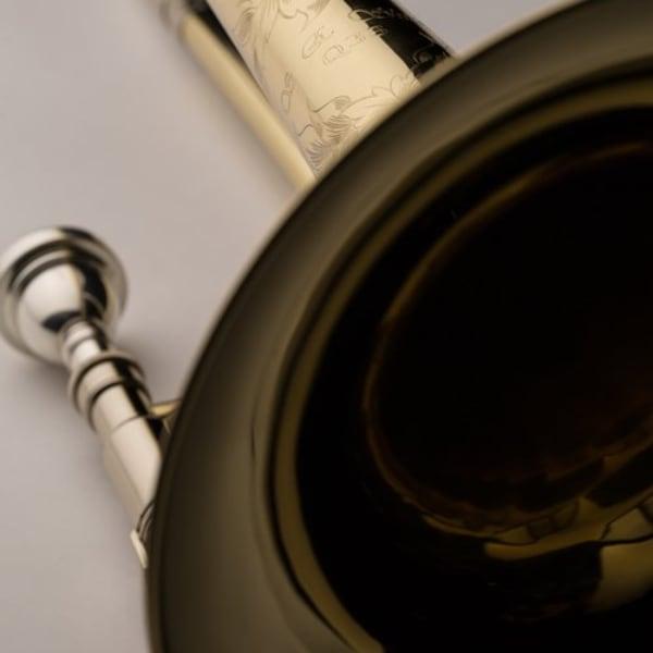 SHIRES MODEL Q33 TROMBONE detaljer gravyr